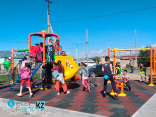 Детский игровой парк в городе Ленгер